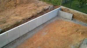 Mauerscheiben und L-Stein-Mauer