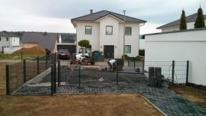 Pflasterarbeiten Stellfläche und Carport neben dem Garten